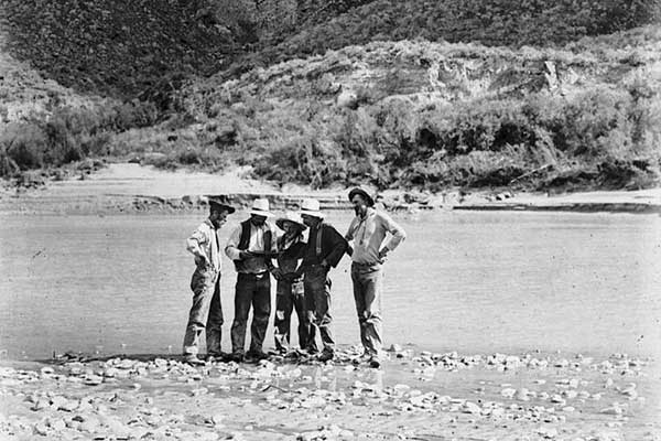 Prospectors on Colorado River in Glenn Canyon, 1901